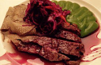 Controfiletto di manzo marinato alle erbe aromatiche e vino rosso di Montefalco al tartufo nero